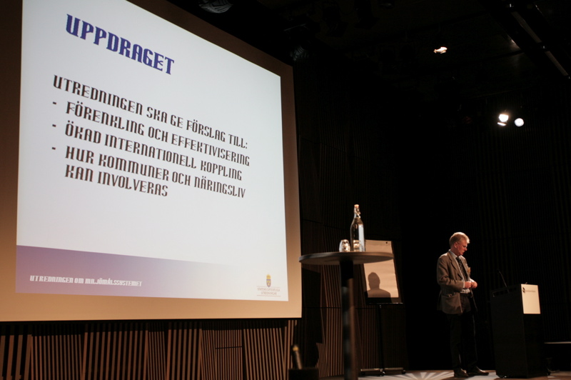 Utredaren Rolf Annebergs PowerPoint följer inte riktigt regeringens grafiska profil.