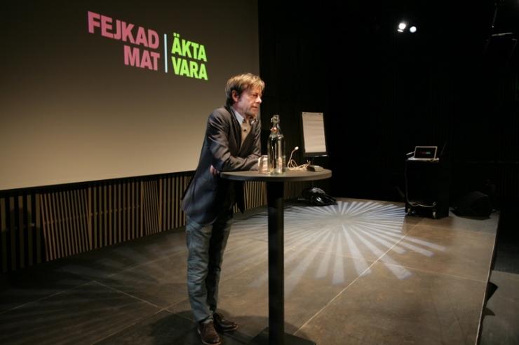 Mats Eric Nilsson har skrivit två böcker: Den hemlige kocken och Äkta vara.