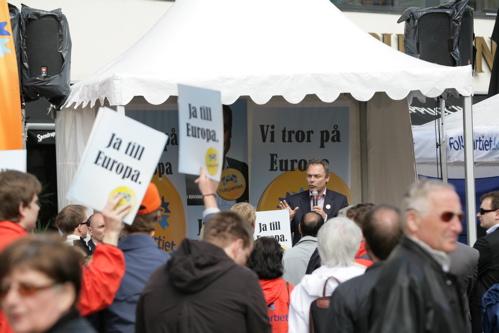 1000 akademiker är fler än 3000 arbetare när Jan Björklund gör skillnad på folk ochfolk