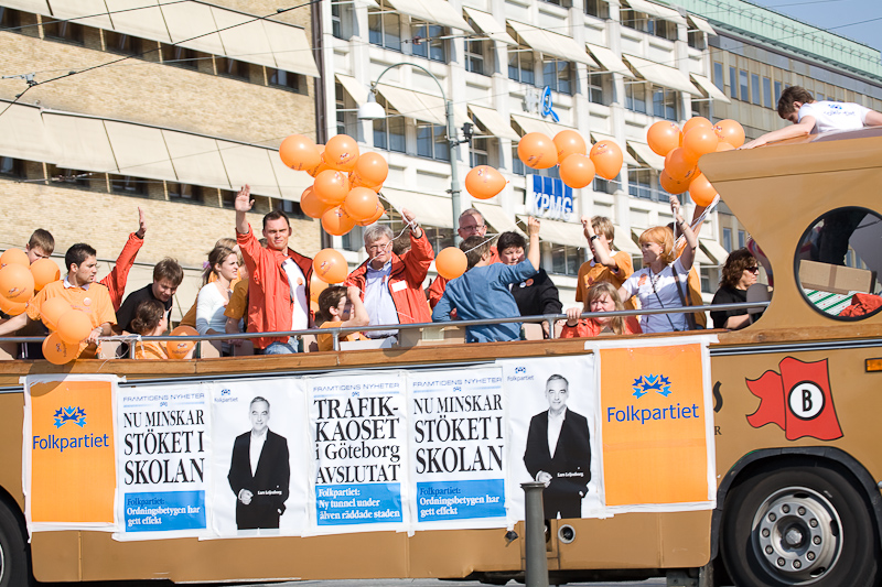 Folkpartiet har agerat vallokomotiv åt Sverigedemokraterna i flera val. 2006 kom SD in i kommunfullmäktige i Göteborg. Nu verkar Folkpartiet göra allt för att få in SD i riksdagen.