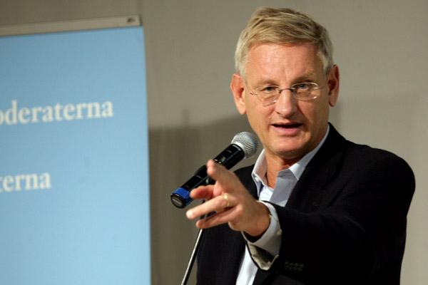 När Afghanistan kom på tal pekade Carl Bildt upprepade gånger mot Vänsterpartiets monter och sickade den ena ankladelsen efter den andra mot oss.