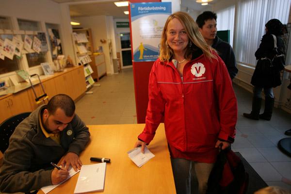 Yvonne Palm förtidsröstar.