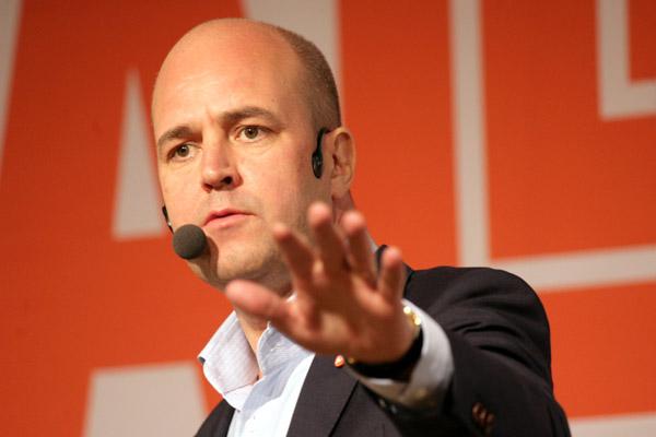 På hal is. Om Reinfeldt mixtrar med demokratin kommer SD att stärkas.