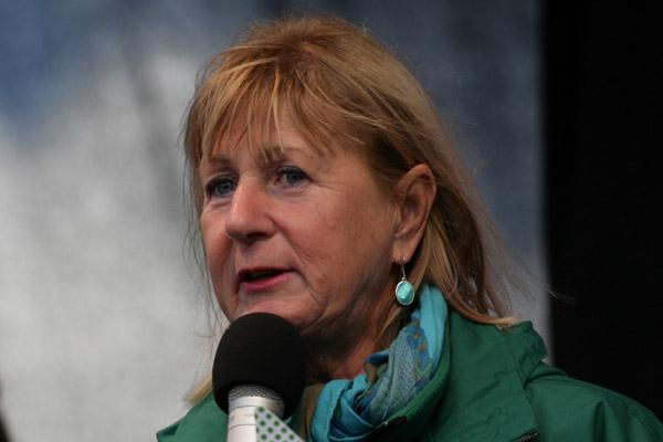 Kastar Kia Andreasson (MP) blickar efter Jan Hallberg (M)?