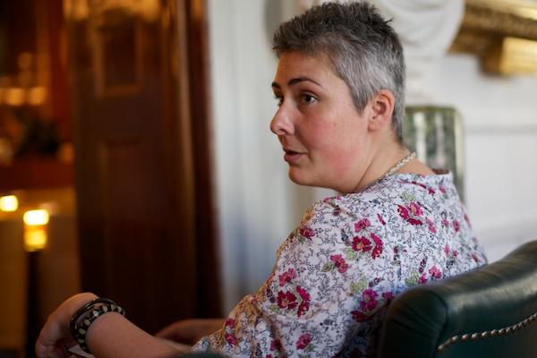 Anna Gül Ogbeide beskådade hela mötet från ersättarplats.