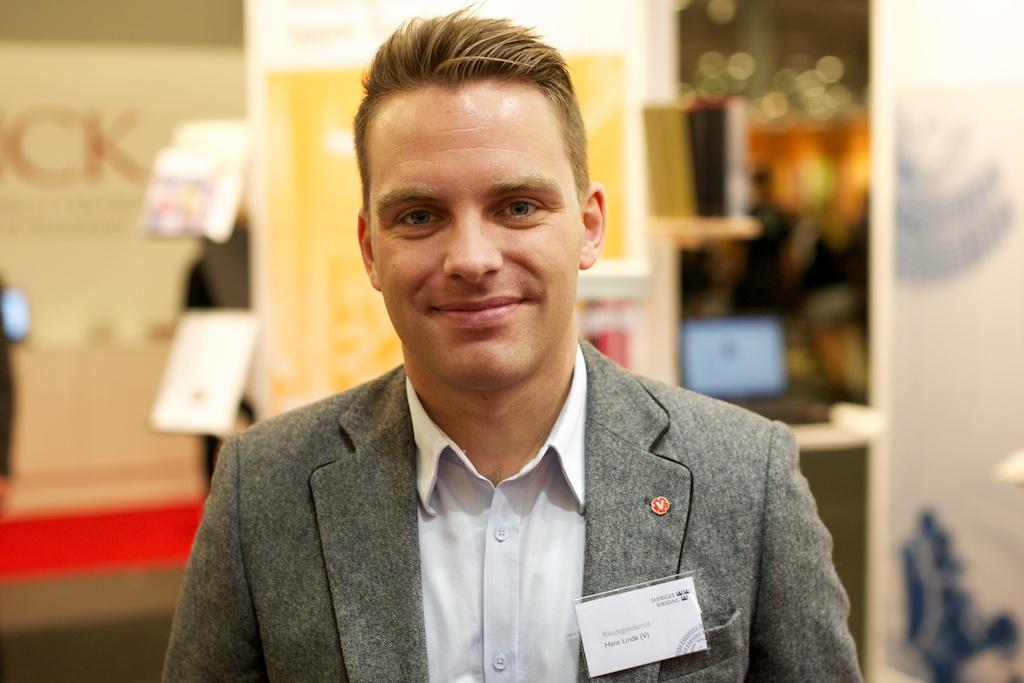 Hans Linde (V) på bokmässan i Göteborrg.