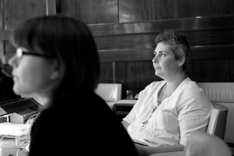 Anna Gül Ogbeide (V) pratade funktionshinder...