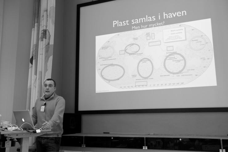 Daniel Hansson, oceonograf, har startat #plastriot på Twitter.