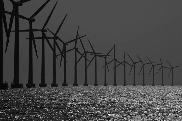 Havsbaserad vindkraft kan ge en vacker kustsiluett som här i Middelgrunden utanför Köpenhamn.