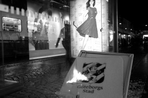 Att betala för vandaliseringen brukar vara ett motiv till att upplåta reklamplats i väntkurarna.
