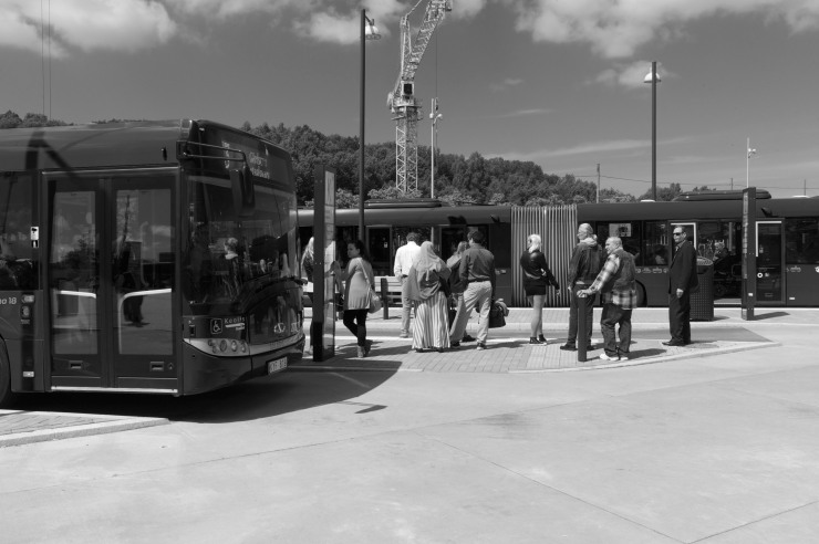 Härligt att se att den ordinarie busshållplatsen i Angereds centrum är i drift igen.