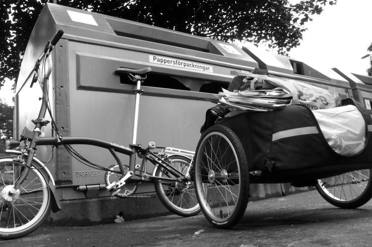 Med cykelkärra är förpackningsinsamlingen nära till hands.