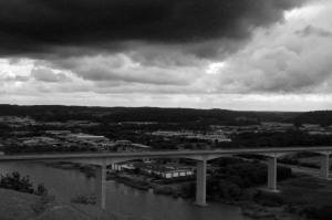 Dramatisk himmel över Angeredsbron.