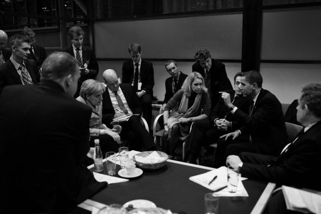 President Barack Obama och några europeiska ledare under fiaskomötet i Köpenhamn 2009, bland annat: Gordon Brown, Nicolas Sarkozy, Lars L. Rasmussen, Fredrik Reinfeldt och Angela Merkel. Foto: Pete Souza.