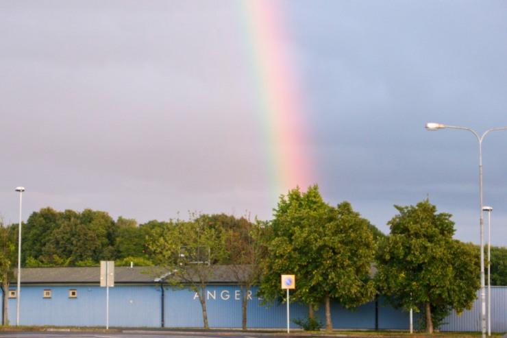 Enligt sagorna ligger det en skatt vid regnbågens slut. I det här fallet stämmer det eftersom Angered ligger vid regnbågens slut.