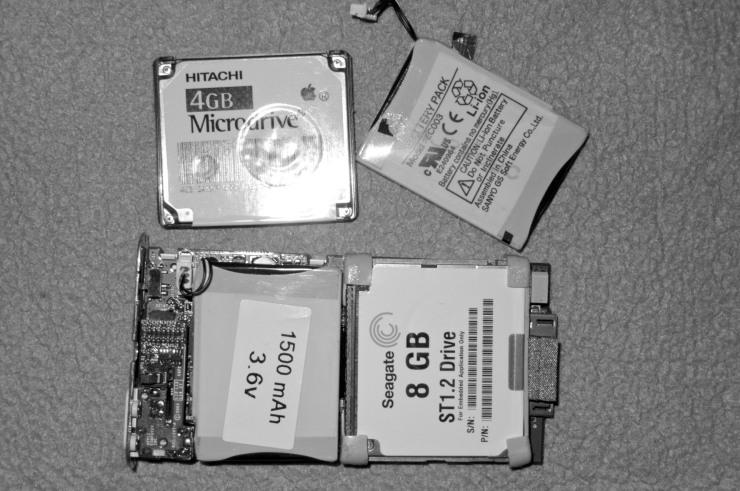 När jag ändå hade tagit i sär spelaren passade jag på att slänga in ett gammalt minneskort med fördubblad kapacitet.