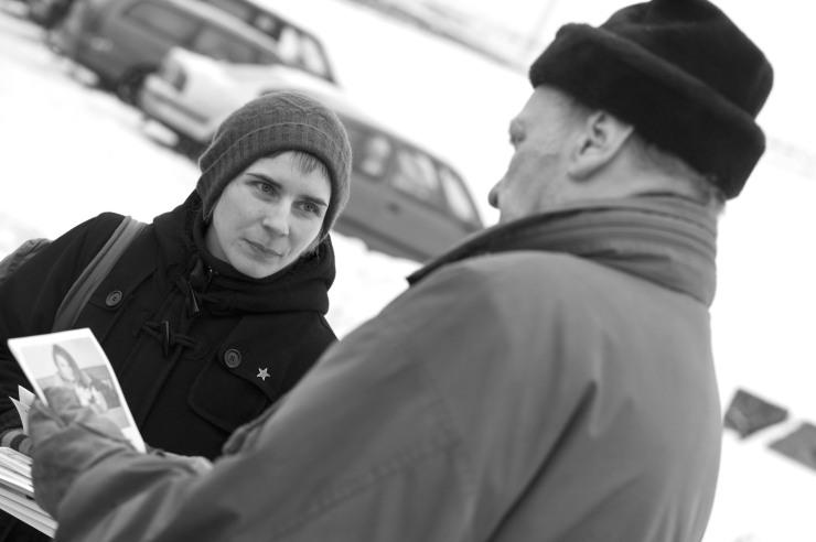Lisa Ahlqvist övertygar en besökare på Kvibergs marknad.