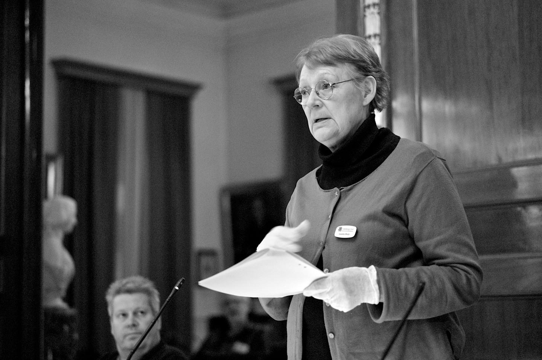 Annita Boje (V) i en annan debatt; den om Göteborg som förvaltningsområde för finska.