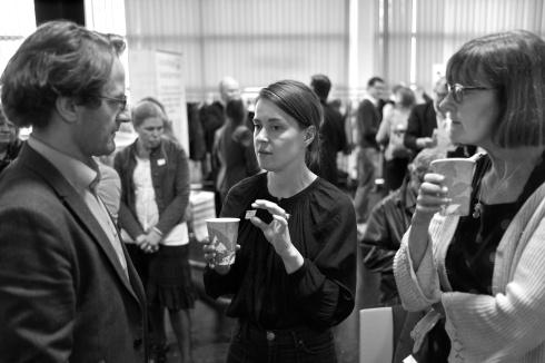 Anna Haraldson Jensen, mikrofond Skåne, pratar med Carl Mossfeldt, Tällberg Forum.