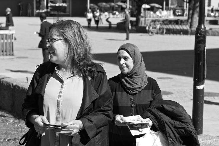 Nadia och Jamileh i Hammarkullen.