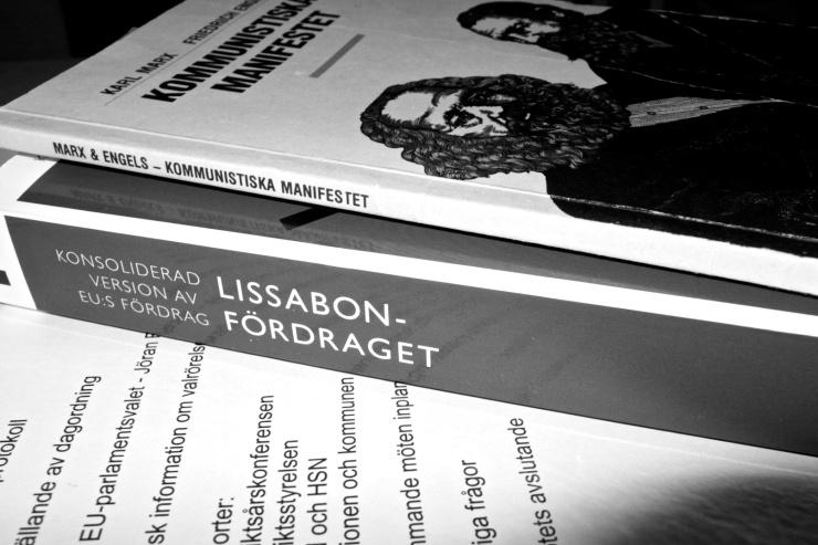 För att förstå EU behöver man bara läsa två böcker.