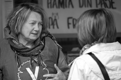 Yvonne Palm är ett känt ansikte i Angered och många tog chansen att prata.