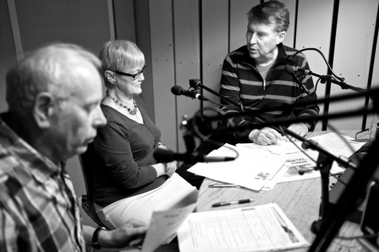 Janne, Rigmor och Curt på seniorradion.
