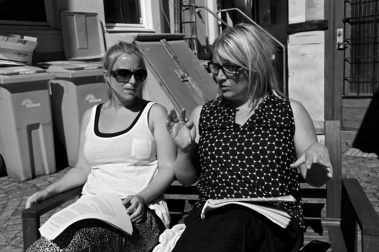 Lite sol fick vi smaka under ett kort grupparbete. Amanda, Elin och jag hade konstruktiva diskussioner kring arbetstidsförkortning.