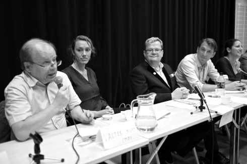 På väg från en föräldrainformation hos kultuskolan sprang jag på Maj Karlsson i debatt inför riksdagsvalet i en annan del av Blå Stället.