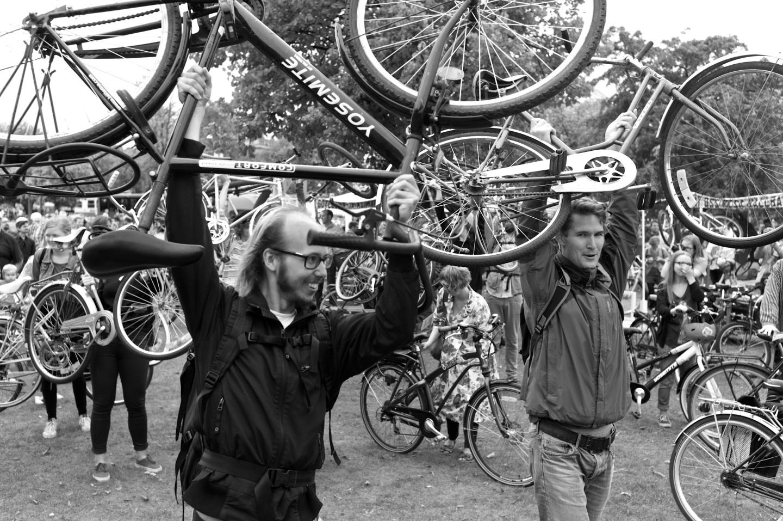 Cyklister för trängselskatt så långt ögatnådde