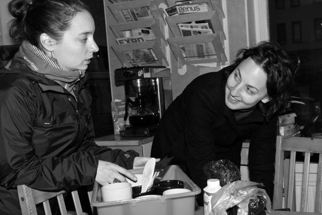 Adriana och Lisbet förbereder distriktsstyrelsens oktobermöte.