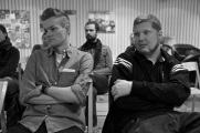 Joakim Medin och Patrik Helgesson lyssnar på Yekbun Alp.