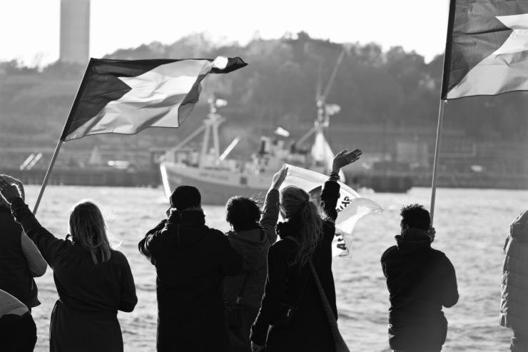 Många aktivister ville vinka av båten Marianne och hennes besättning.