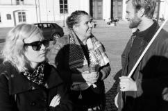 Sara Lund Persson pratar med Arne Hellmark.