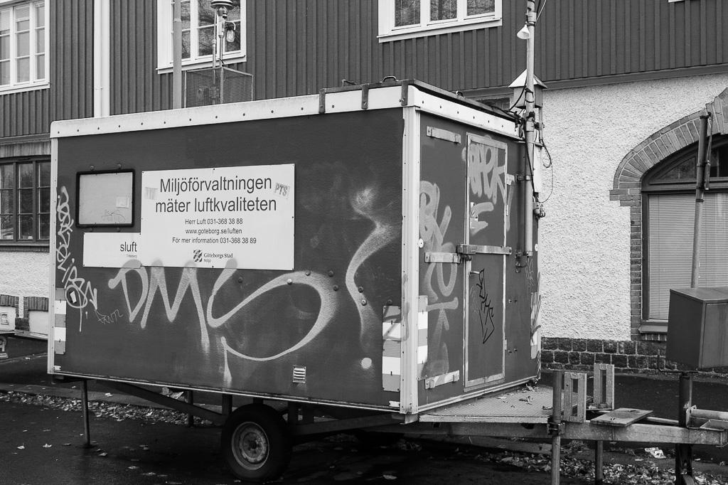 På väg till mötet med Luftvårdsprogrammet och GR:s styrgrupp för miljö och samhällsbyggnad cyklade jag förbi den mobila mätstationen i Gamlestaden.