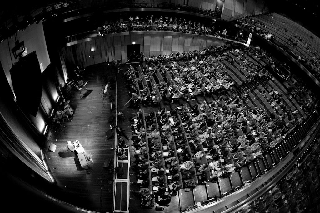 Det var kongressen 2012 i Uppsala som beslutade att Vänsterpartiet skulle anta ett ekologiskt-ekonomiskt program som på ett trovärdigt sätt visar hur social välfärd och global rättvisa kan uppnås inom ramen för ekologiskt hållbara gränser.
