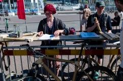 Fabienne Roux var på plats med en bambucykel.