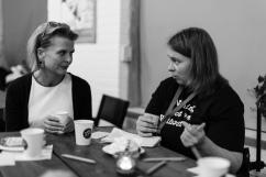 Jämställdhetsminister Åsa Regnér i samtal.